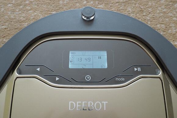 """""""Zlatý"""" vysavač Ecovacs D66 s LCD displejem."""