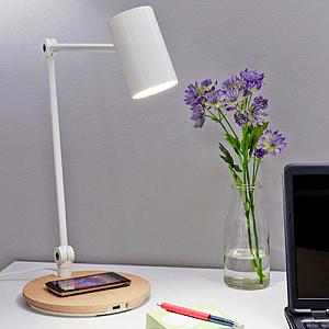 Stolní lampa s bezdrátovou nabíječkou ve své základně (Zdroj: IKEA http://www.ikea.com/cz/cs/)