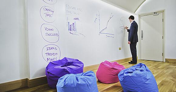 S Chytrou zdí se nemusíte omezovat na malou plochu tabule. Udělejte ji tak velkou, jak potřebujete. (Zdroj: www.chytrazed.cz).
