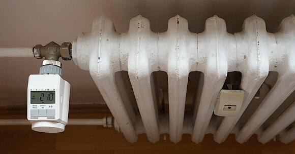 Radiátor vybavený digitální termostatickou hlavicí zajistí komfortní teplotu bez zbytečného přetápění místnosti.