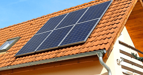 Střešní fotovoltaická elektrárna (Zdroj: E.ON)