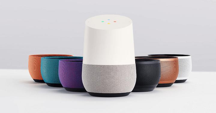 Google Home. Barvu základny si můžete zvolit podle vybavení interiéru.  (Zdroj: Google)