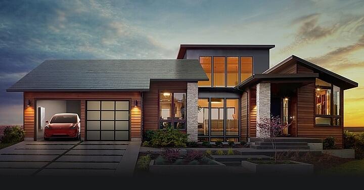 Poznáte při pohledu z ulice, zda je na střeše klasická krytina nebo solární systém? (Zdroj: Tesla)